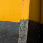 Photo, photographie de détail de coque de bateau du Finistère, jaune et noir avec une béquille @ Christophe Pluchon