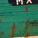 Photo, photographie de détail de coque de bateau du Finistère, quartier maritime de Morlaix, vert, noire, blanc, orange rouille et rouge @ Christophe Pluchon