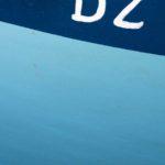 Photo, photographie de détail de coque de bateau du Finistère, bleu, blanc, marron, quartier maritime de Douarnenez @ Christophe Pluchon