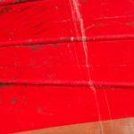 Photo, photographie de détail de coque de bateau du Finistère, rouge, bleu, blanc, évacuation @ Christophe Pluchon