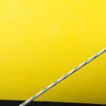 Photo, photographie de détail de coque de bateau du Finistère, jaune, noir, blanc, vert, avec une corde ou un cordage @ Christophe Pluchon