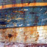 Photo, photographie de détail de coque de bateau du Finistère, bleu, orange, rouge, rouille @ Christophe Pluchon