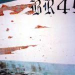 Photo, photographie de détail de coque de bateau du Finistère, bleu, rouge et blanc , du quartier maritime de Brest @ Christophe Pluchon