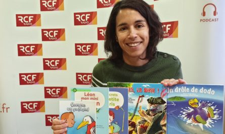"""Karine Djébari a publié plusieurs livres destinés aux plus petits. Elle anime aussi des ateliers d'écriture dans le Finistère. Elle a publié l'été 2020 """"T'abuses, la buse !"""" avec l'illustrateur Gilbert Gence (aux Editions Orphie)"""